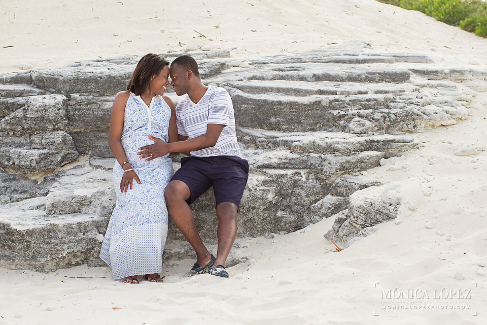 Cancun Maternity Portraits in Playa Delfines - Carine + Gnamanzie