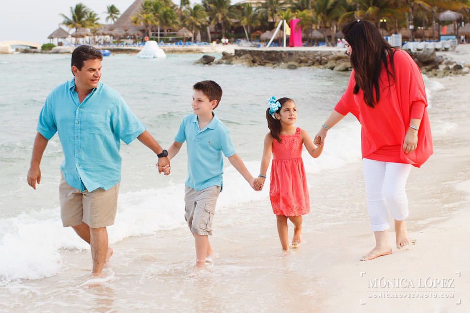 Family Beach Portraits at Dreams Puerto Aventuras, Mexico - The Garza's