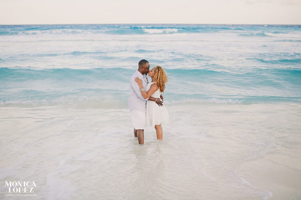 Romantic Anniversary Portraits in Cancun by Monica Lopez Photography