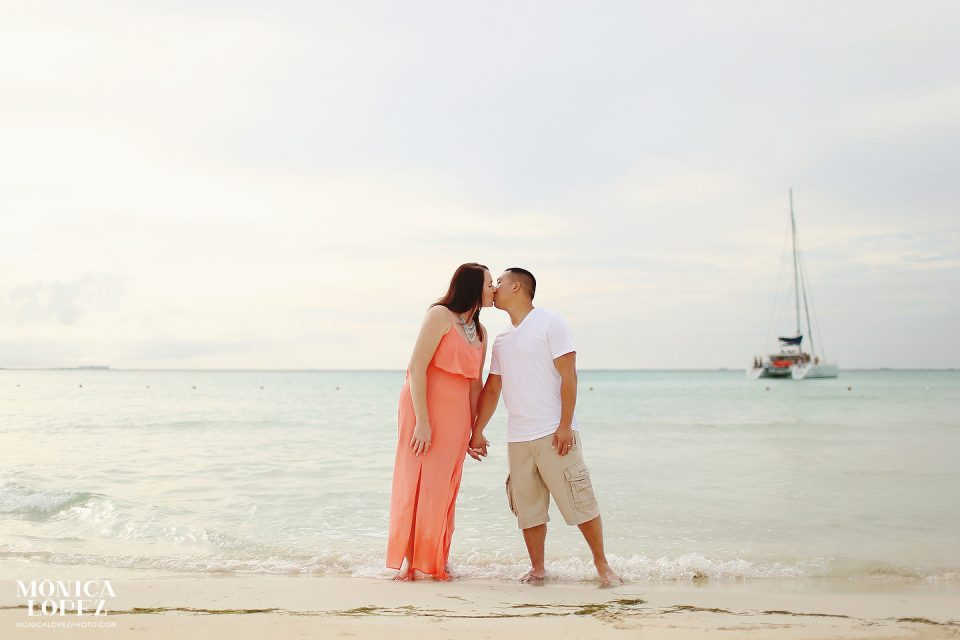 Isla Mujeres Honeymoon Portraits by Monica Lopez Photography